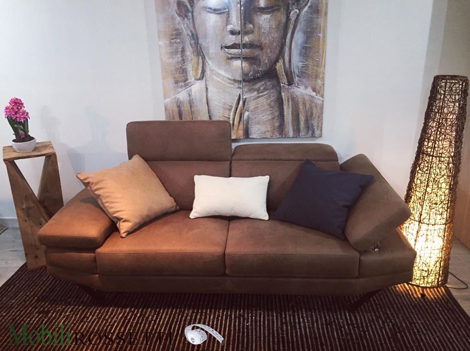 Natale 2018: ulteriori sconti fino al 70% per i divani in pronta consegna + copri divano in omaggio per ogni divano acquistato